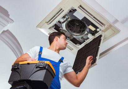 Refrigeración con aire acondicionado, PLC, energía renovable y ahorro energético